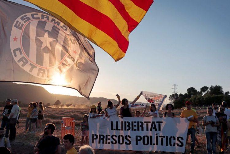 Ministério Público pede prisão entre 16 e 25 anos para lideres independentistas da Catalunha