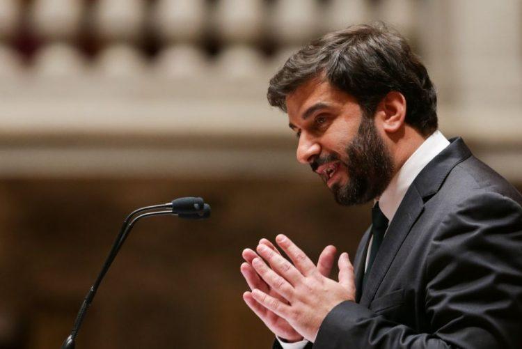 Ministro da Educação revela que manuais gratuitos até ao 12.º ano custam mais de 160 ME