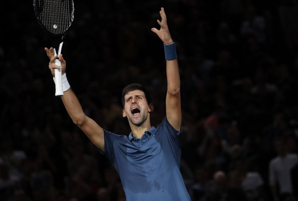 Djokovic bate Federer e joga final de Paris com Khachanov