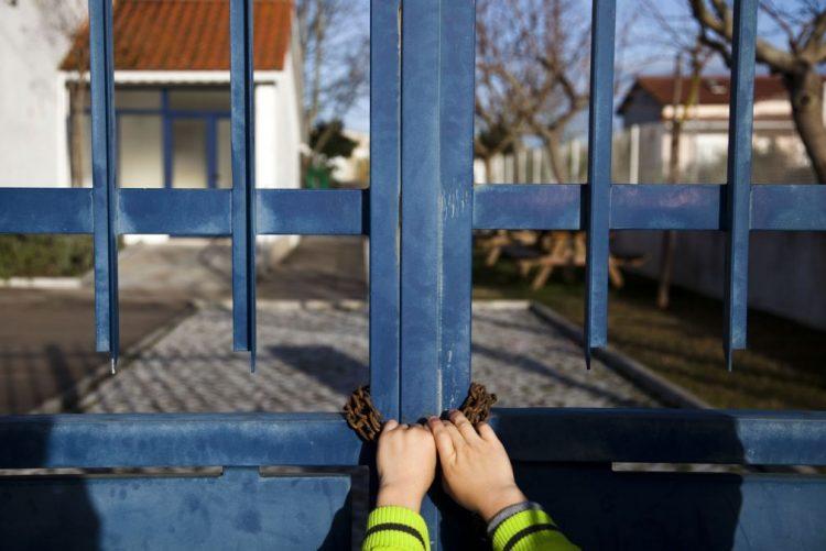 Pais fecham escola a cadeado em Tramagal devido a falta de auxiliares