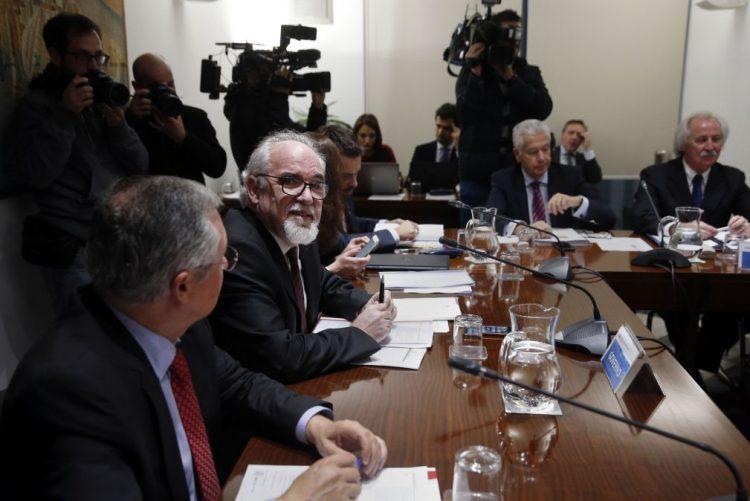 Governo propõe redução da TSU em um ponto percentual e 557 euros para salário mínimo
