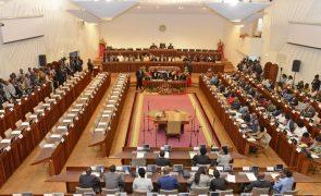 Governo moçambicano responde a partir de hoje a questões no parlamento
