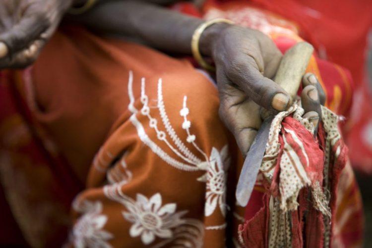 Excisões e mutilações sexuais estão a diminuir em África - estudo