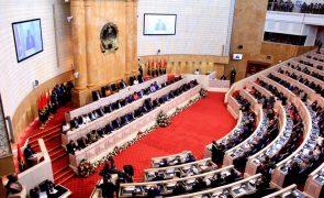 Orçamento angolano para 2019 com luz verde da comissão de finanças do parlamento