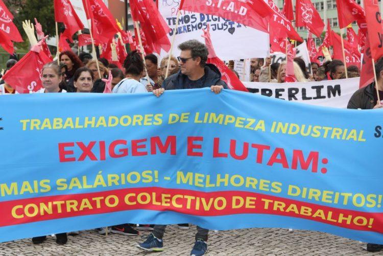 Centenas de funcionários de empresas de limpeza manifestaram-se em Lisboa