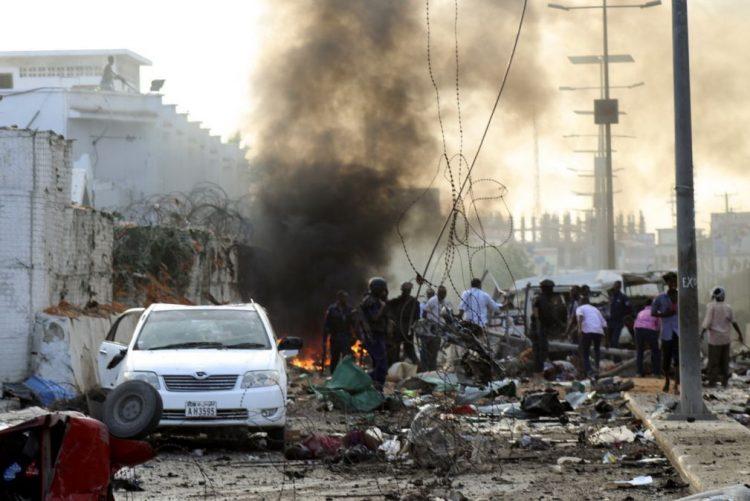 Número de mortos em ataque com carros-bomba em Mogadíscio sobe para 20