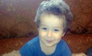 Menino de 4 anos morre depois de andar sonâmbulo com temperaturas negativas