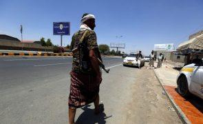 Ofensiva pró-governamental no Iémen causa pelo meos 61 mortos
