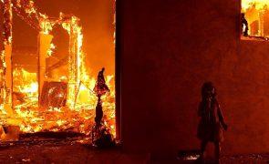 Volta a subir o número de mortos em incêndio na Califórnia
