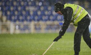 Chuva intensa no Estoril interrompe jogo com Paços de Ferreira