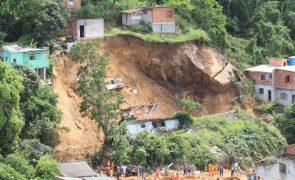 Novo balanço de 15 mortos em deslizamento de terras no estado do Rio de Janeiro