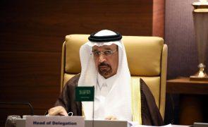 Arábia Saudita defende redução da produção de petróleo para equilibrar mercado