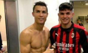 Foto de Ronaldo mostra outro jogador completamente nu
