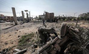 Ataque aéreo israelita destrói estação televisiva do Hamas na Faixa de Gaza