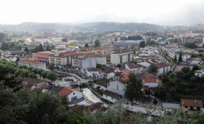 Refugiados sírios sem água e eletricidade em Miranda do Corvo por não pagarem renda de casa