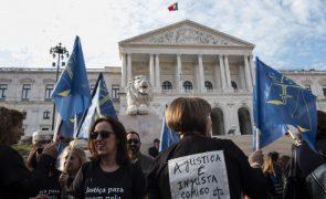 Funcionários judiciais em greve e em vigília à porta do parlamento