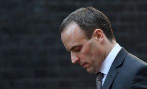 Demite-se ministro britânico que tutela negociações de saída da UE
