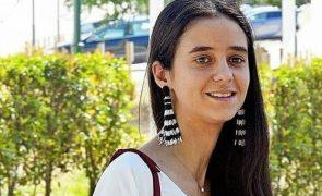 Neta do rei Juan Carlos «apanhada» aos beijos com jovem toureiro