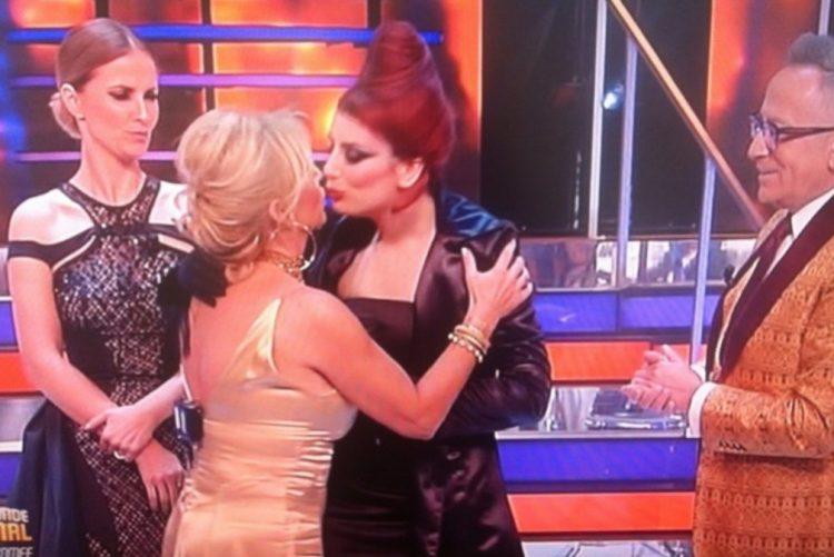 Alexandra Lencastre e Carolina Torres protagonizaram um momento inédito no último programa A Tua Cara Não Me É Estranha. Trocaram um beijo na boca