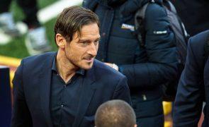 Roma homenageia Totti antes do jogo com o Real Madrid, para a 'Champions'