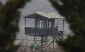 Líder da Coreia do Norte testa nova arma