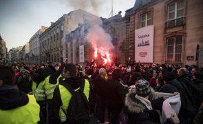 Mais de 400 feridos nos protestos dos