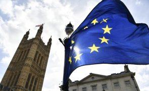 Brexit: Responsáveis da UE vão debater extensão do período de transição até 2022