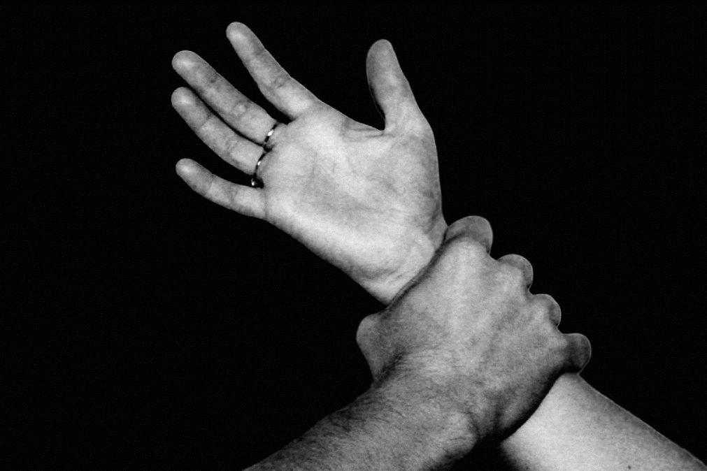 Todos os dias 24 mulheres e cinco crianças são agredidas, segundo a APAV