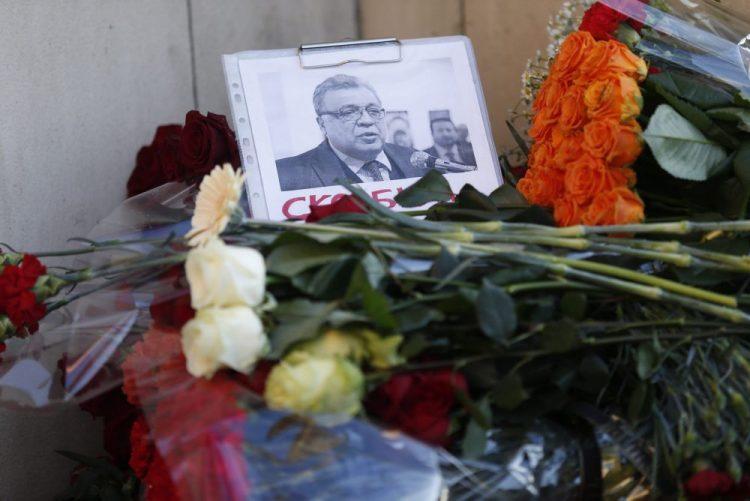 Polícia turco que matou embaixador russo não atuou sozinho -- investigação