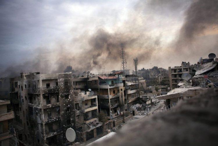 Cerca de 3.000 rebeldes e civis ainda permanecem no leste da cidade síria de Alepo