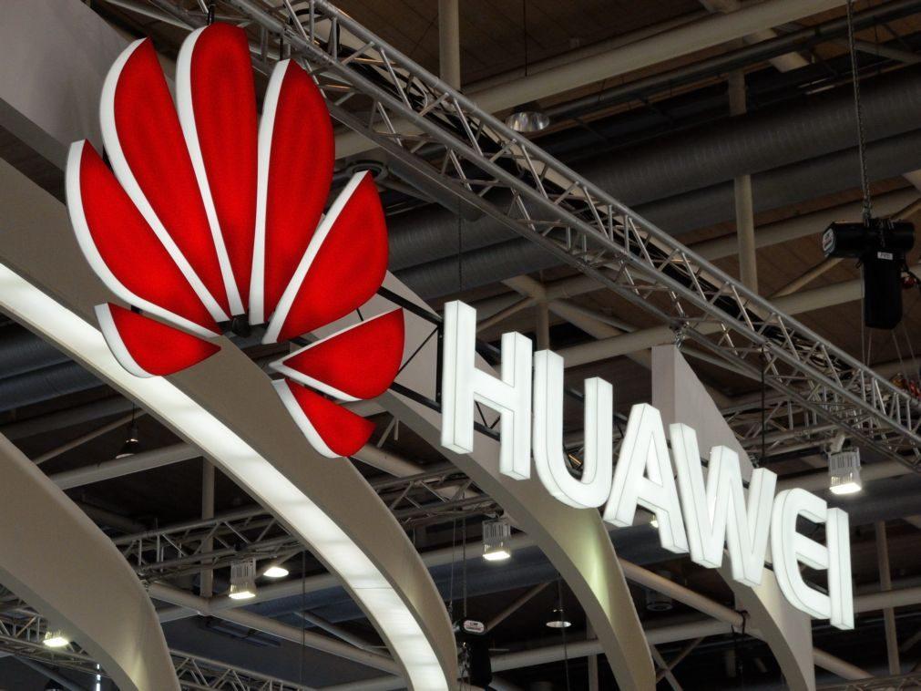 Huawei impedida de usar cartões SD