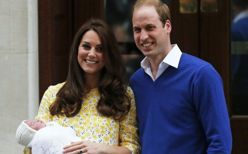 A imprensa internacional avança que os duques de Cambridge, Kate Middleton e William Philip Louis, esperam o quarto filho.
