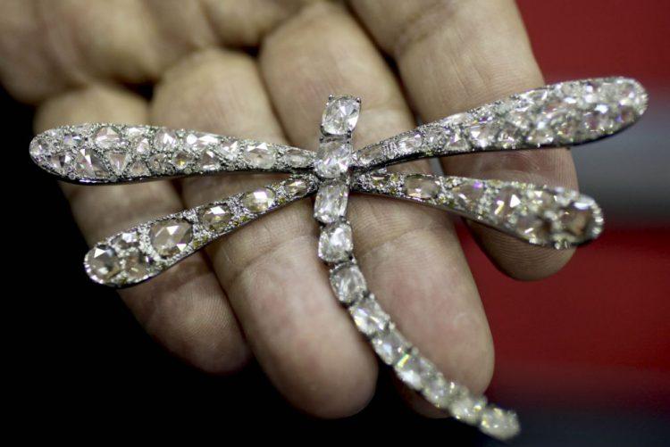 Encaixe com a exportação de diamantes angolanos volta a cair em novembro