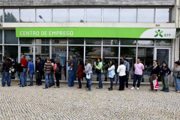 Desempregados inscritos nos centros de emprego com maior queda homóloga do ano em novembro