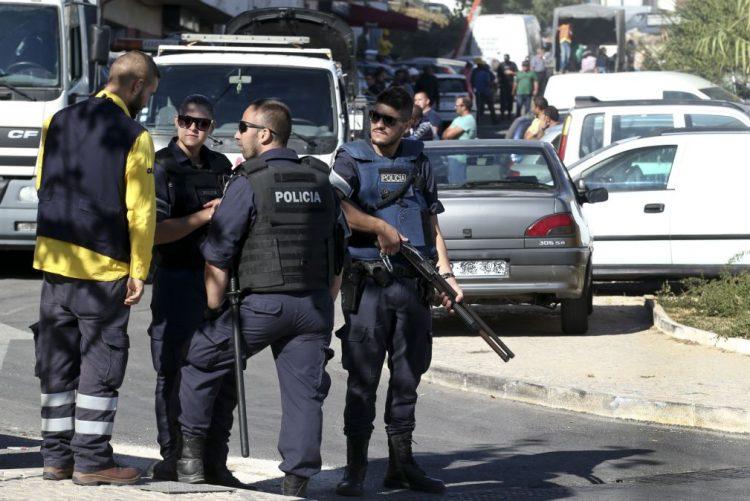 Parlamento quer ouvir Câmara da Amadora sobre moradores desalojados do Bairro 6 de Maio