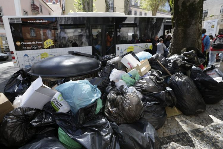 Cada português produziu 464 quilos de lixo em 2015 - INE