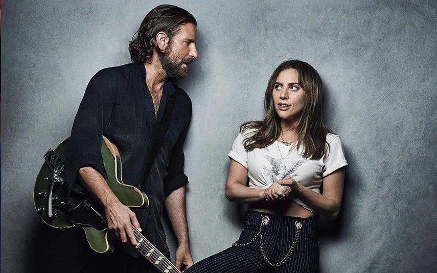 Bradley Cooper surpreende Lady Gaga durante concerto