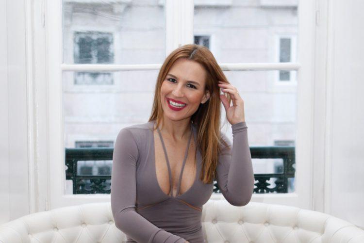 Ana Rita Clara surpreende com penteado irreverente