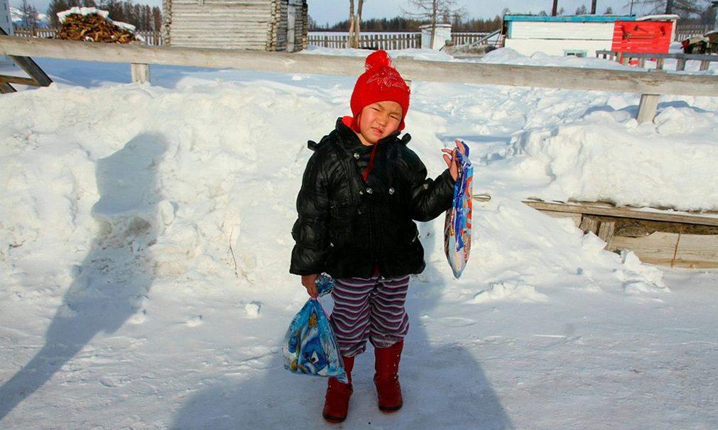 Criança de quatro anos enfrenta lobos e temperaturas negativas para salvar avô