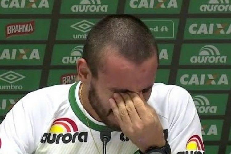 Alan Ruschel Não consegue parar de chorar