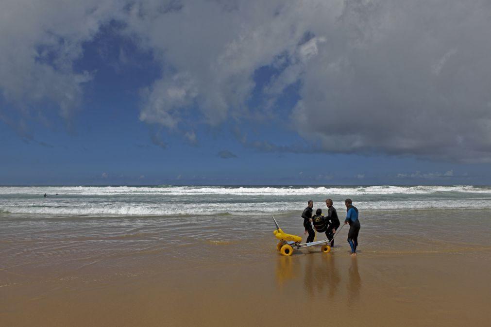 Portuguesa cega conquista medalha de ouro no europeu de surf aos 14 anos