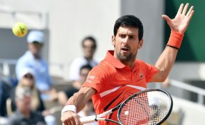 Novak Djokovic segue para a segunda ronda do Roland Garros