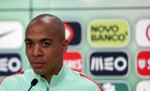 Sporting acusa Inter Milão e João Mário de