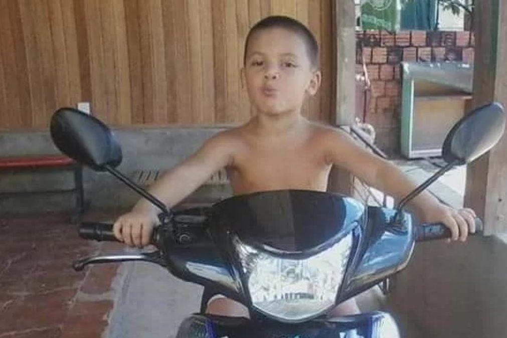 Menino de 8 anos decapitado ainda vivo pela mãe e pela companheira