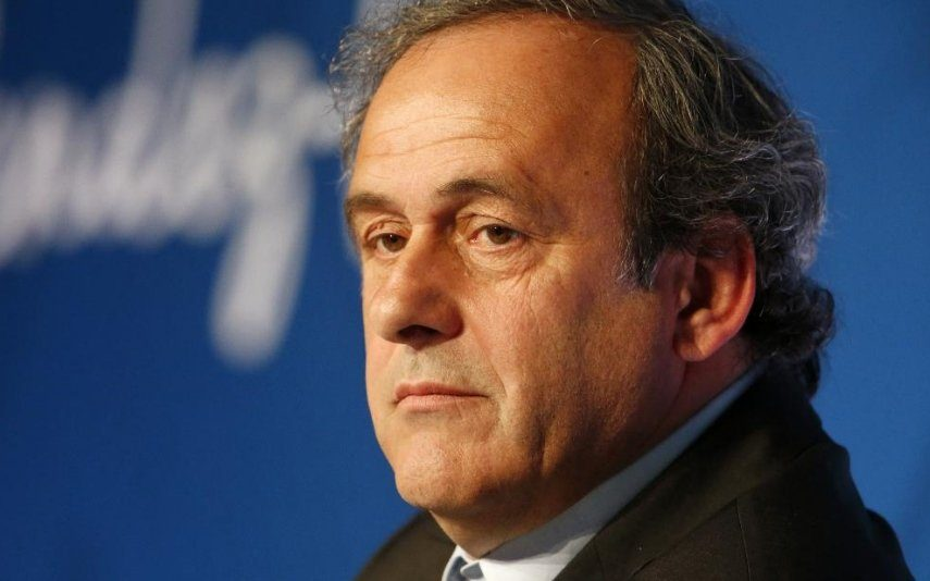 Michel Platini sai em liberdade