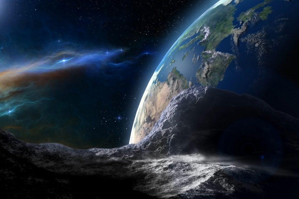 Asteróide do tamanho de 3 campos de futebol passa perto da Terra