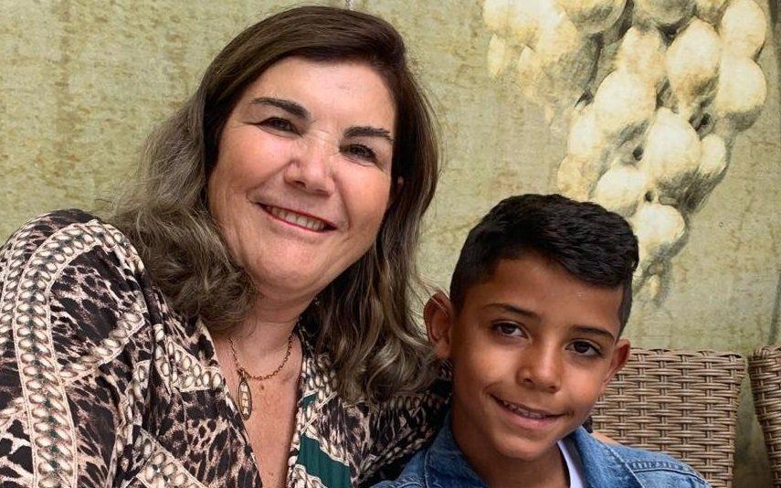 O que se passa com o rosto da mãe de Cristiano Ronaldo?