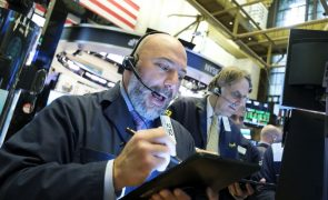 Wall Street fecha em alta com recordes do Dow Jones, Nasdaq e S&P500