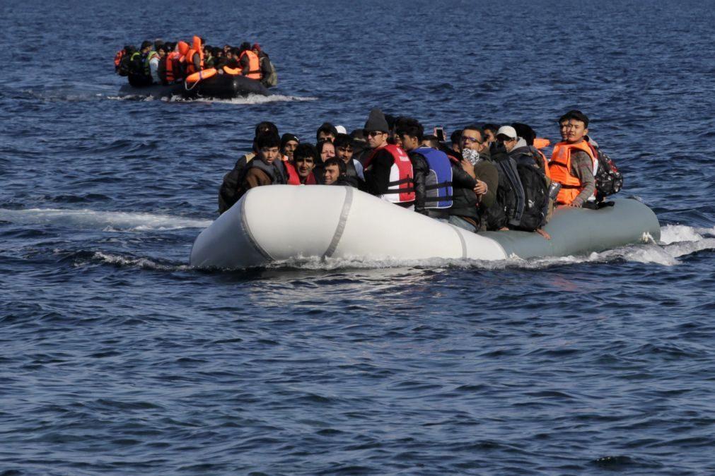 Polícia Marítima resgata 21 crianças num grupo de 47 migrantes na Grécia