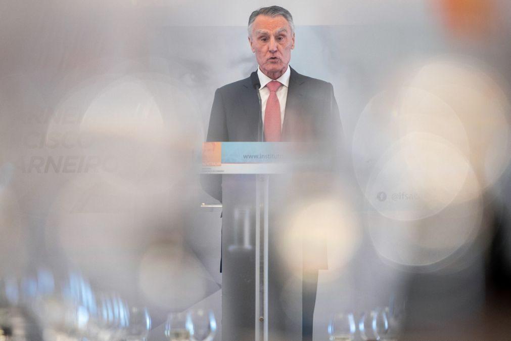 Cavaco Silva defende bolsas estatais para garantir funcionamento do